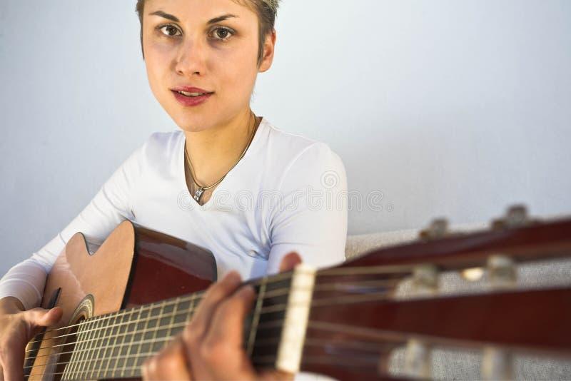 妇女和吉他 图库摄影
