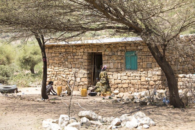妇女和家在埃塞俄比亚 免版税图库摄影