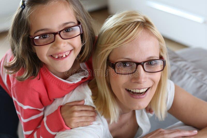 妇女和小女孩画象 免版税库存图片
