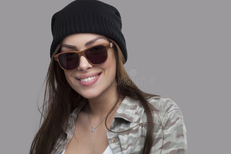 妇女和木太阳镜 免版税图库摄影