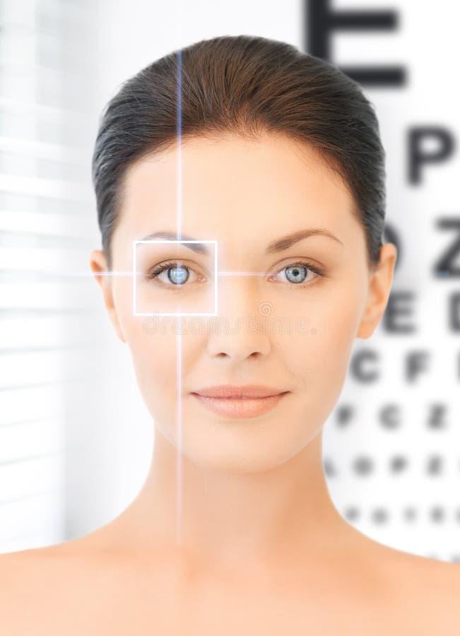 妇女和视力检查表 图库摄影