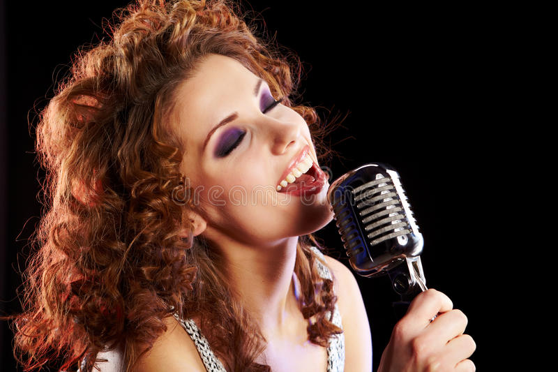 妇女唱歌 免版税库存图片