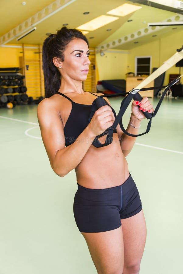 Download 妇女在体操里 库存图片. 图片 包括有 活动家, 严格, 重量, 女孩, backarrow, 三头肌, 肌肉 - 72356951