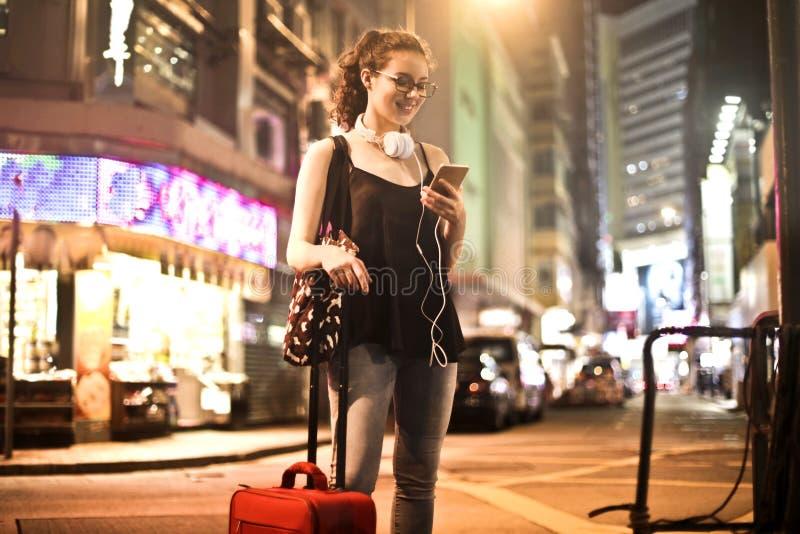 妇女在城市 免版税图库摄影
