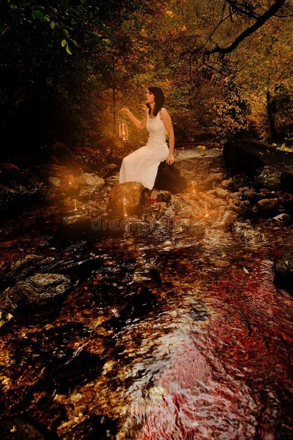 Download 妇女在小河蜡烛 库存照片. 图片 包括有 自由, 室外, 女孩, 森林, 神奇, 晚上, 表面, 魅力, 神仙 - 30327728
