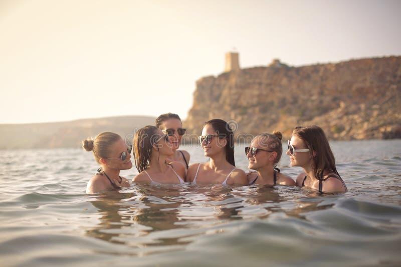 妇女在海 免版税库存照片