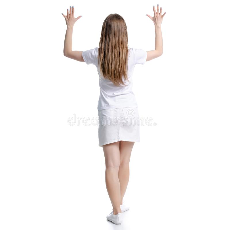 妇女在白色T恤和裙子站立的手上  免版税库存图片