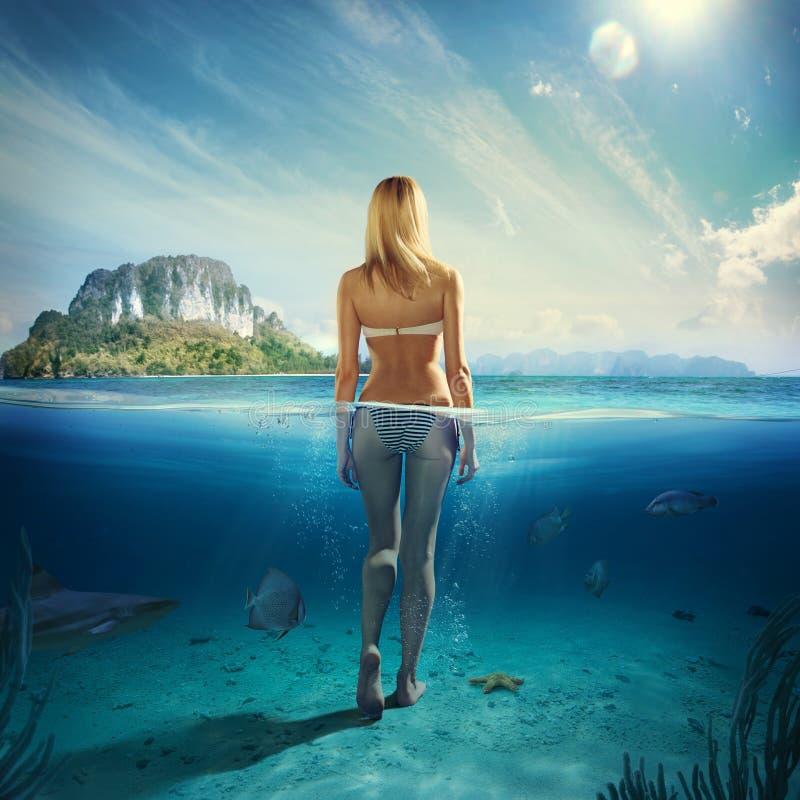 妇女在水中 免版税库存图片