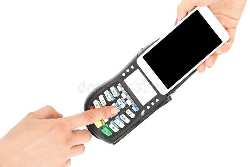 妇女在POS终端使用现代巧妙的电话支付,隔绝在白色背景 顾客由终端和手机付帐, 免版税图库摄影