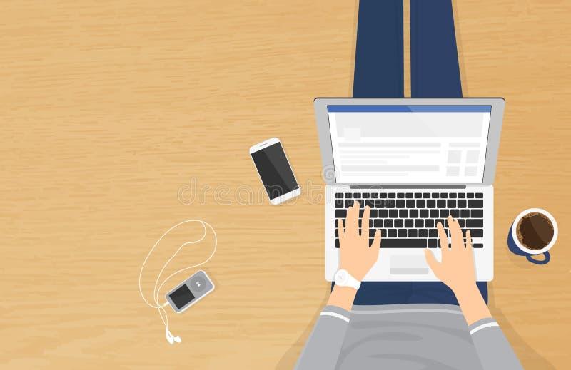 妇女坐木织地不很细地板和与在社会网络的膝上型计算机一起使用 库存例证