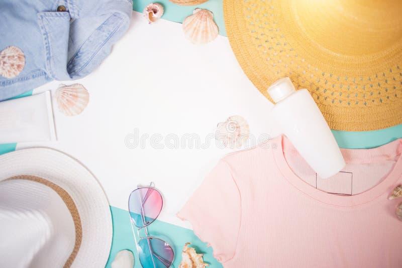 妇女夏天衣裳和辅助部件 图库摄影
