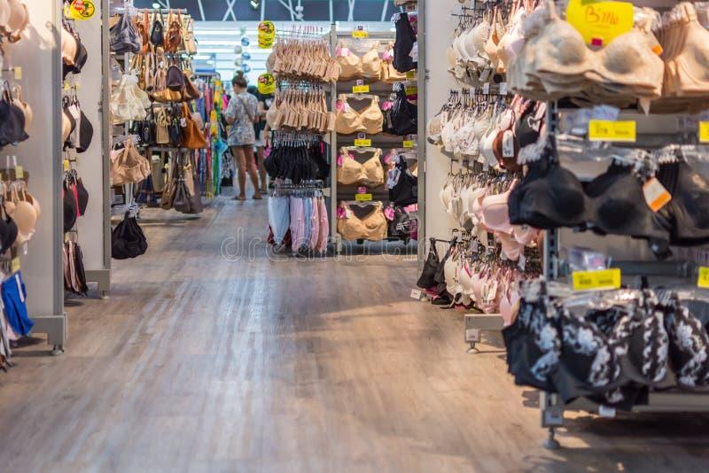 妇女女用贴身内衣裤或内衣商店的各种各样的类型 免版税库存图片