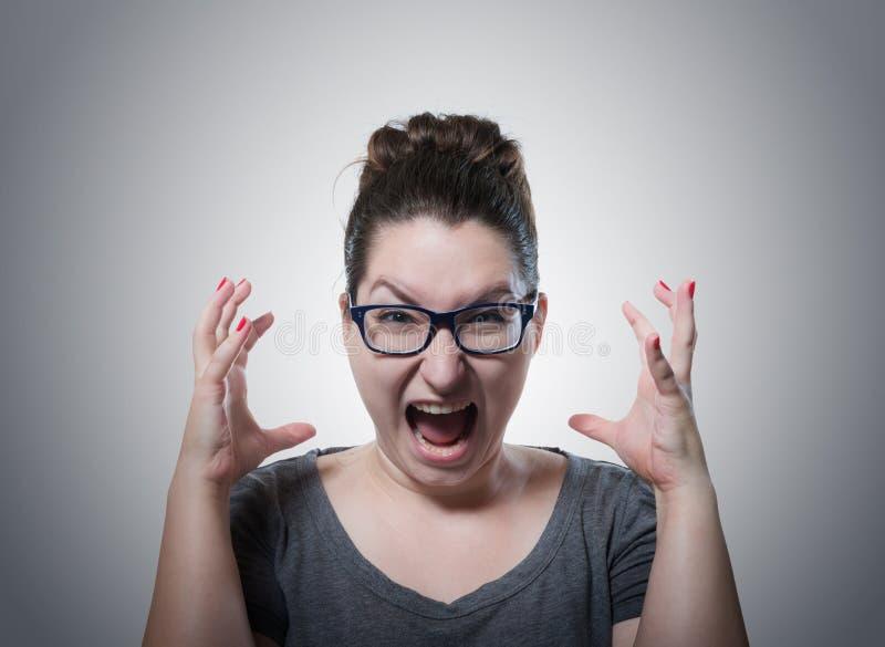 妇女尖叫在恐怖,鬼脸画象 免版税库存图片