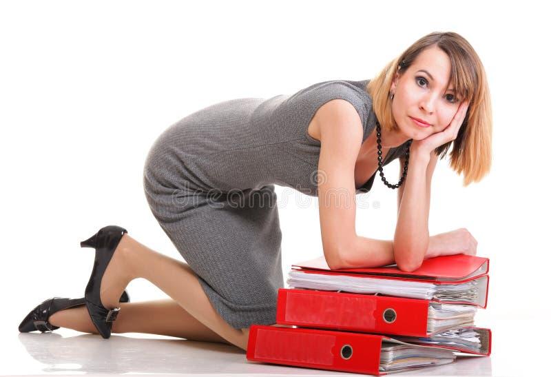 妇女工作劳累了过度被隔绝的女实业家大量文件 免版税图库摄影