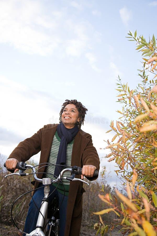 Download 妇女循环 库存图片. 图片 包括有 游览, 活动家, 秋天, 细分, 环境, 个性, 云彩, 航空, 重点 - 62534137