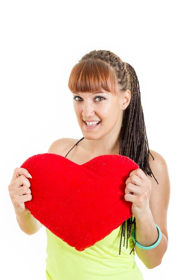 妇女情人节画象拿着红色心脏的爱的 免版税库存图片