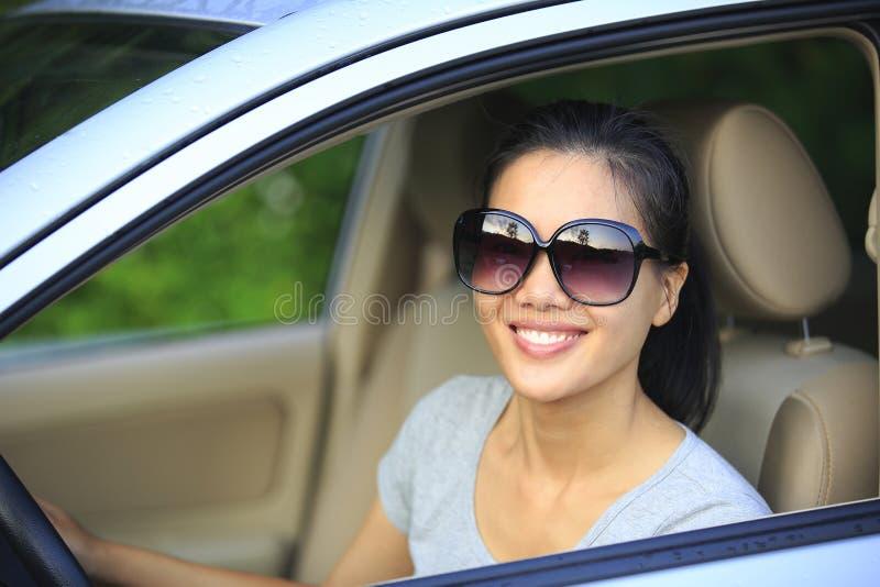 妇女愉快驾驶 免版税库存图片