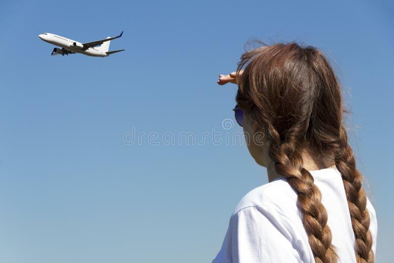 妇女手表留下离开飞机 库存照片