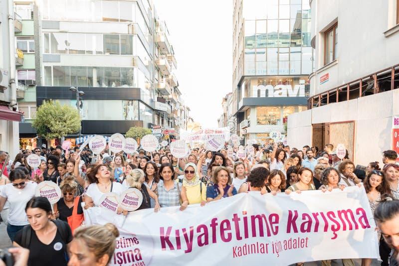 妇女抗议者在kadikoy,伊斯坦布尔,土耳其召集 库存照片