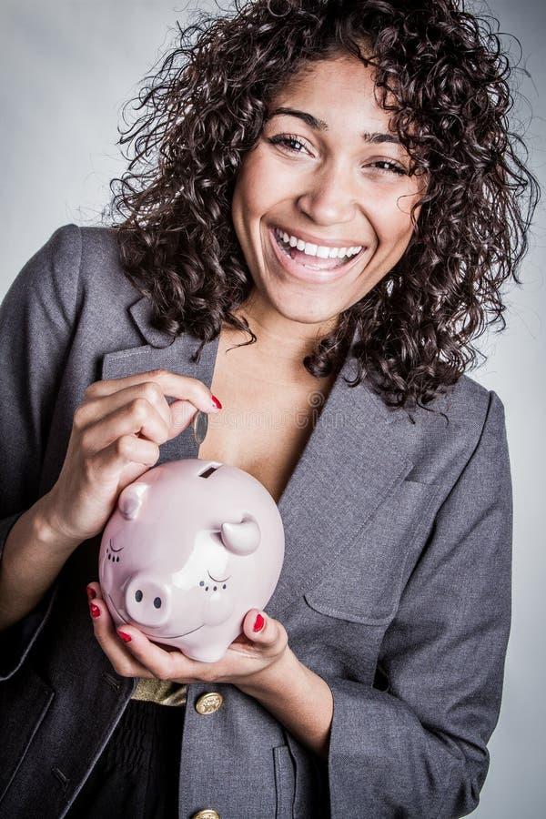 妇女挽救金钱 免版税图库摄影