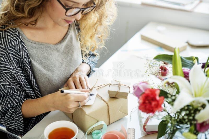 妇女文字卡片礼物礼物概念 图库摄影