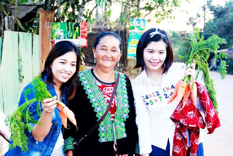 妇女旅游购买 这张照片拍在Phu木盆berk 库存照片