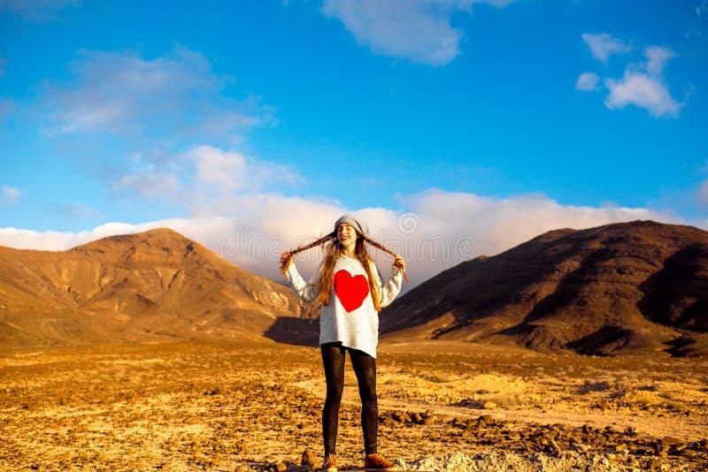 妇女旅行的费埃特文图拉岛海岛 库存照片