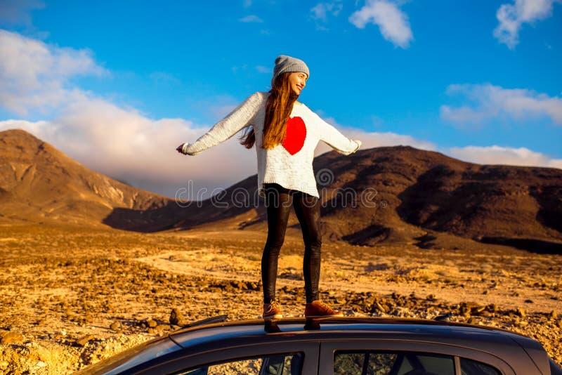 妇女旅行的费埃特文图拉岛海岛 免版税库存照片