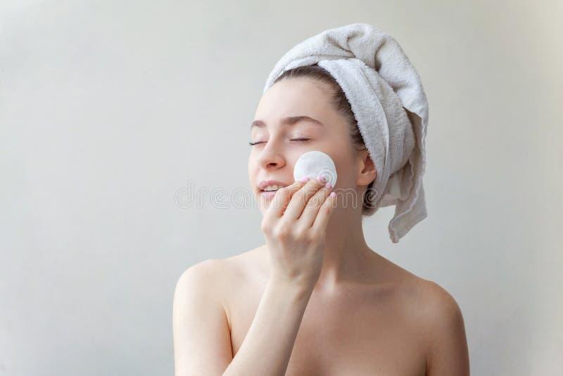 妇女洗涤化妆用品 免版税库存图片