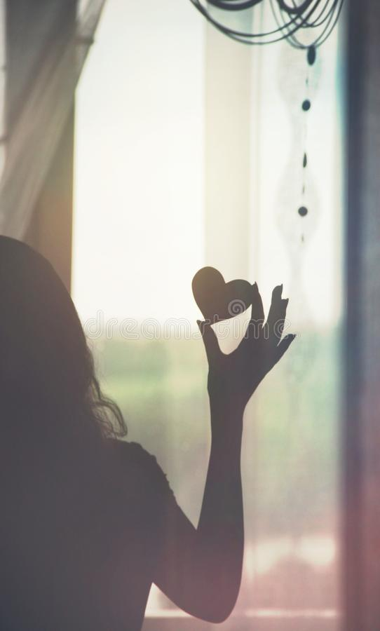 妇女爱心脏手 免版税库存图片