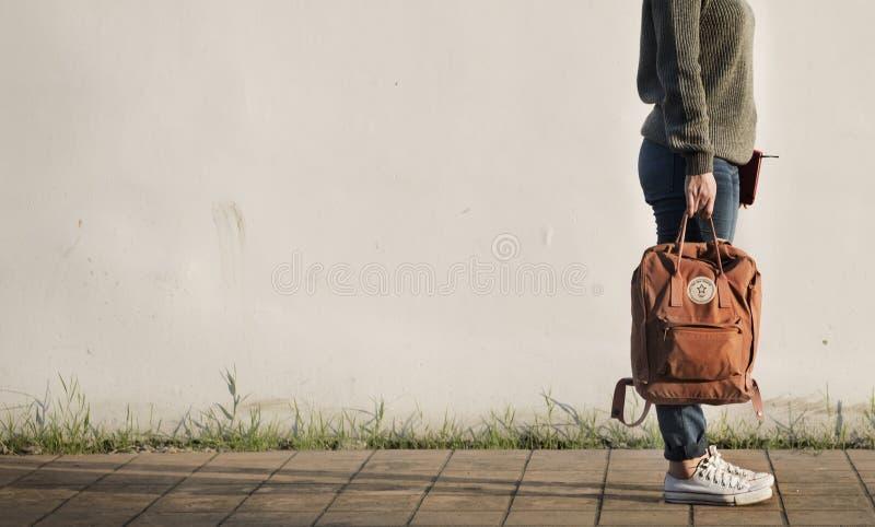 妇女独奏旅客假日旅行概念 库存照片