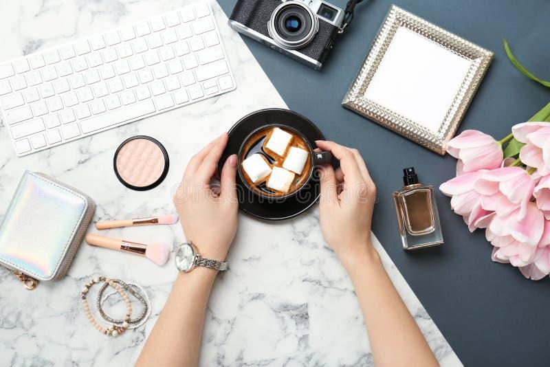 妇女用咖啡,辅助部件 库存图片