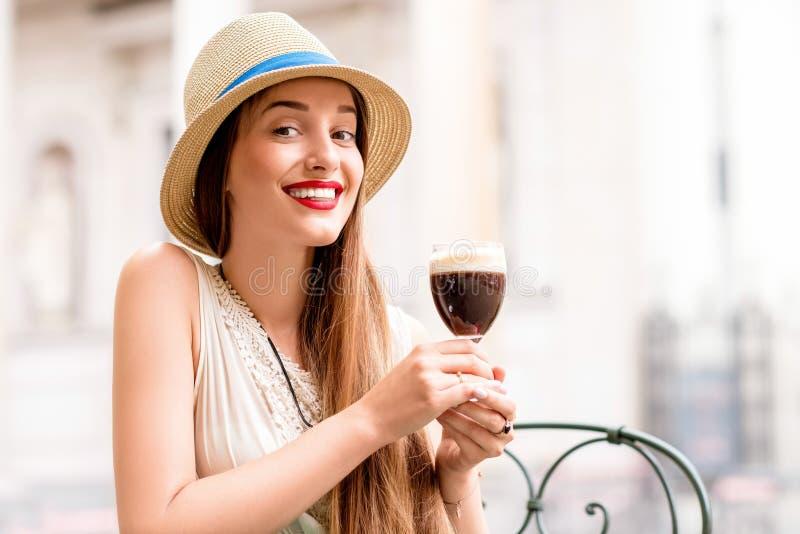妇女用Bicerin咖啡 库存图片