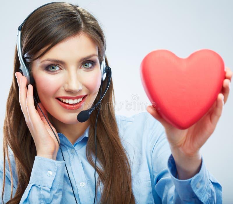 妇女电话中心操作员举行爱标志红色心脏 关闭 库存照片