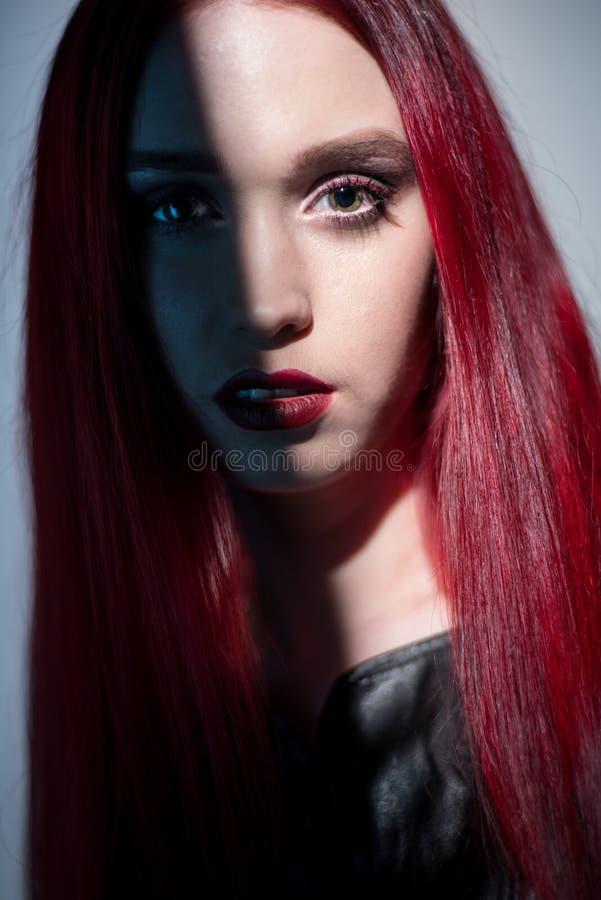 妇女画象有红色头发的和闪烁组成 库存照片