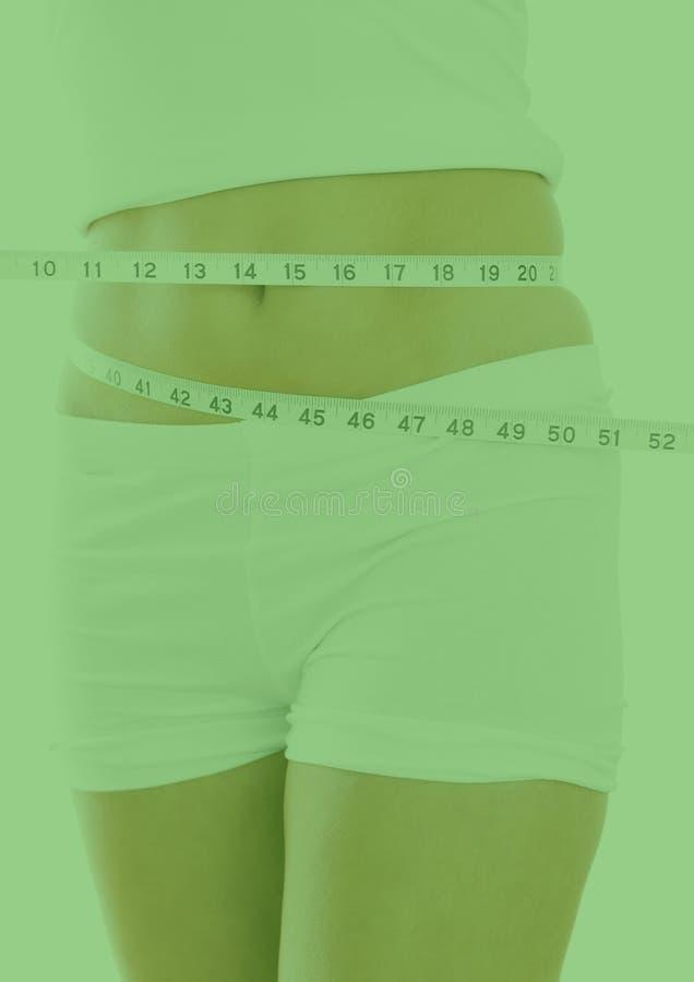 妇女的中间部分运动服测量的腰部的有测量磁带的 向量例证