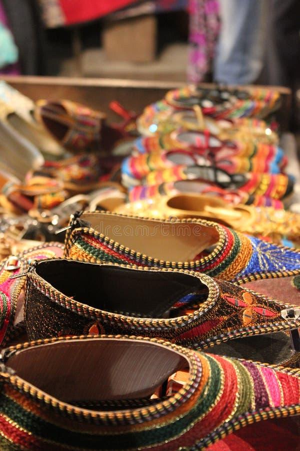妇女的传统印地安鞋子 库存图片