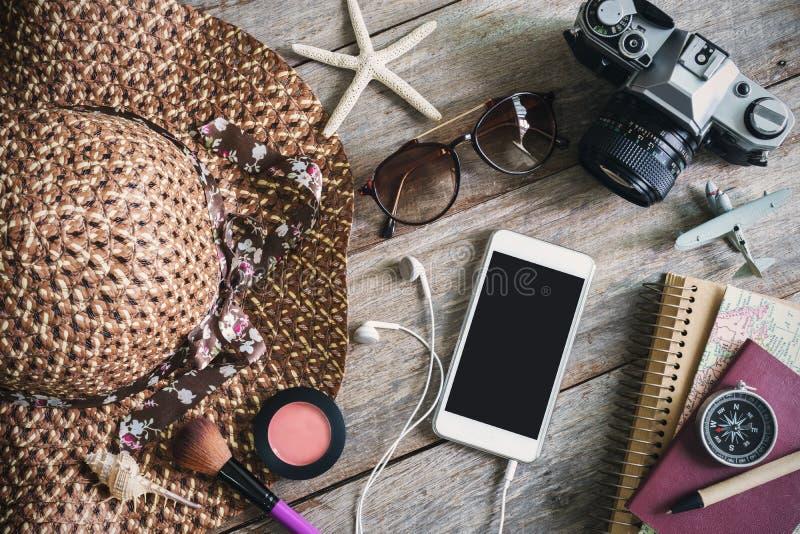 妇女的偶然成套装备,女性旅客成套装备  免版税库存图片