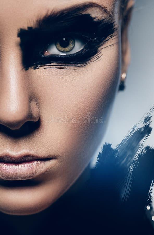 妇女的半面孔有黑色的组成 免版税库存照片