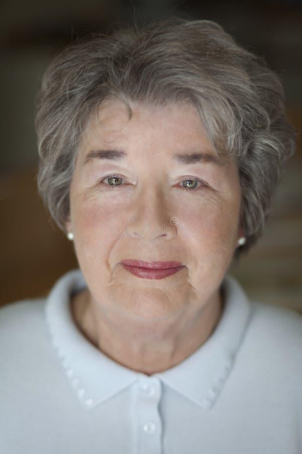 妇女的接近的前辈 免版税库存照片