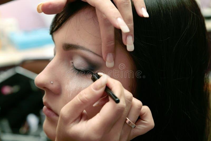 妇女的接近的眼睛眼影膏s 免版税库存图片