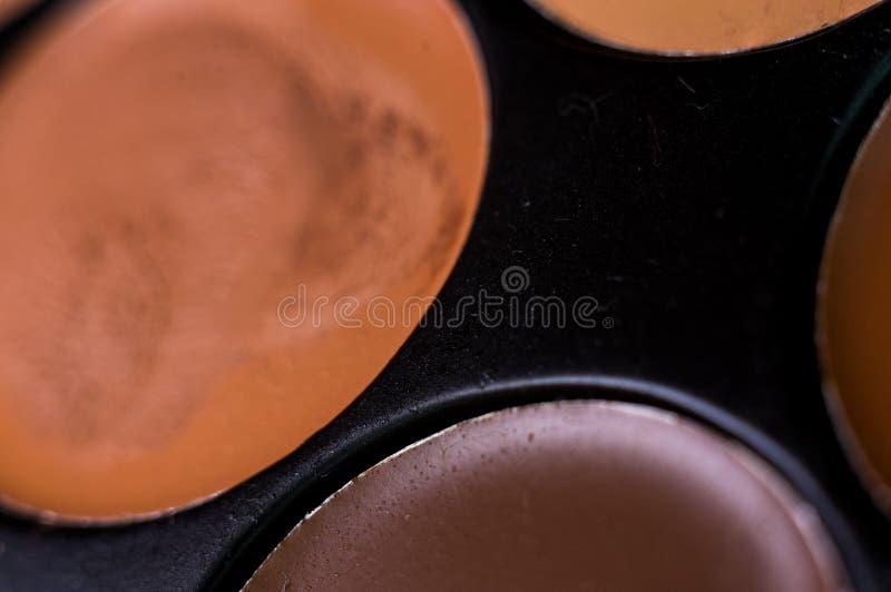 妇女的构成,装饰化妆用品-五颜六色的眼影膏调色板 免版税库存图片