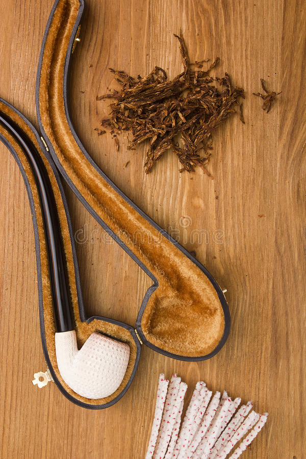 Download 妇女的烟斗 库存图片. 图片 包括有 工具, 抽烟, 对象, 尼古丁, 纪念品, 特写镜头, 部分, 管道 - 59109265