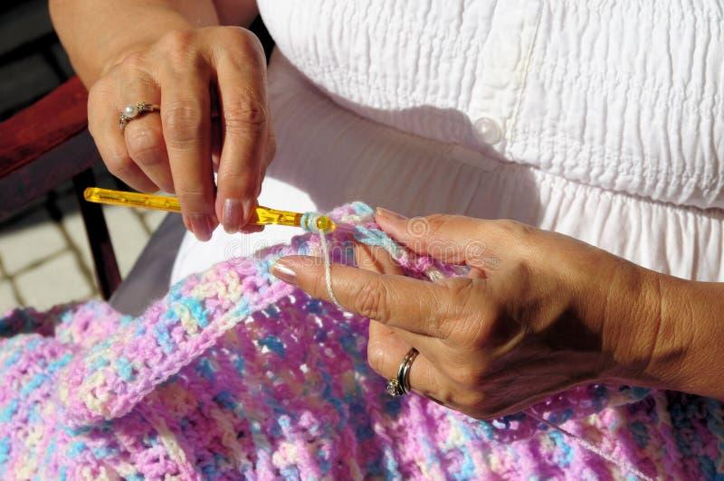 妇女的现有量和钩针编织 免版税库存照片