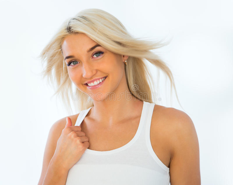 年轻妇女的美丽的面孔有干净的新鲜的皮肤的 免版税库存图片