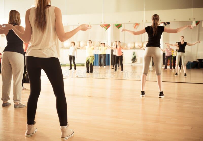 妇女的舞蹈课 免版税图库摄影