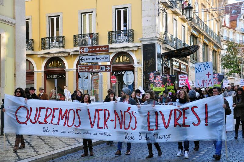 妇女的街道示范在里斯本  免版税图库摄影