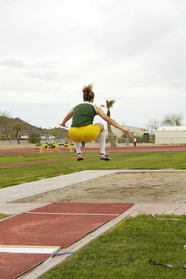 妇女的跳远 免版税图库摄影
