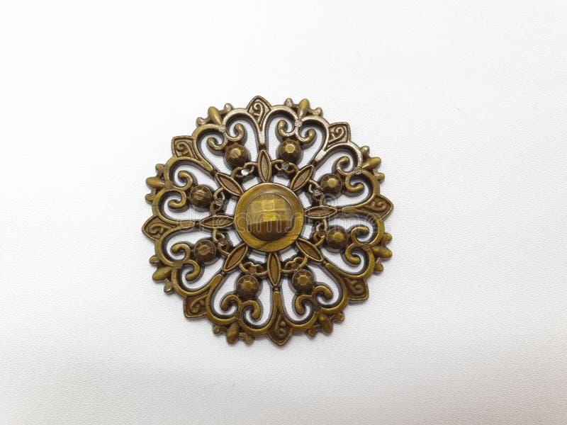 妇女的金黄金刚石首饰Pin白色被隔绝的背景图表资源的01 免版税图库摄影