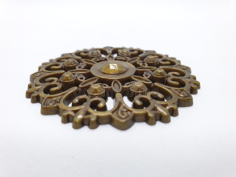 妇女的金黄金刚石首饰Pin白色被隔绝的背景图表资源的01 库存图片